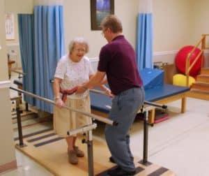 Уход за пожилыми людьми с переломом шейки бедра