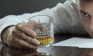 Алкоголизм — большая проблема для многих