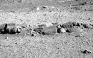 Марсоход обнаружил останки инопланетянина на поверхности Марса