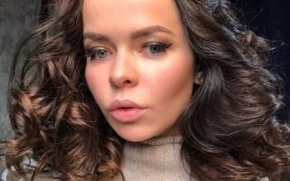 Елена Князева порадовала подписчиков фото в платье с глубоким декольте