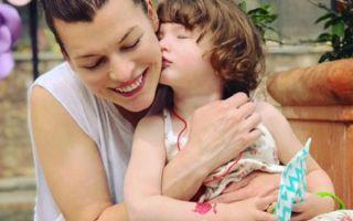 Мила Йовович восхитила снимком подросшей дочери