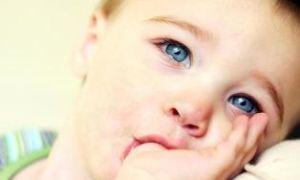 Ребенок сосет палец. Что делать?