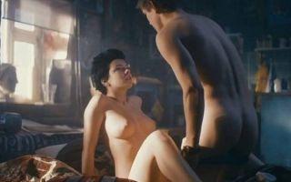 В сети появилось фото Анны Старшенбаум не вошедшее в эротическую фотосессию для мужского журнала