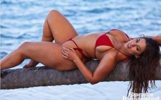 Полуобнаженная Эшли Грэм поделилась интимными снимками